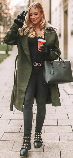 fashionable outfit / green coat bag top skinnies boots