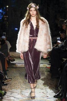 Luisa Beccaria Fall 2017 Ready-to-Wear Fashion Show Collection Women's Runway Fashion, Fashion Week, Fashion 2017, High Fashion, Luisa Beccaria, Tommy Hilfiger, Fashion Show Collection, Vogue Paris, Ready To Wear