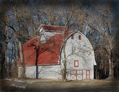 vintage-dairy-barn bet i could convert it for my equine companions;)