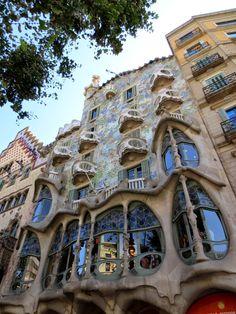 WANDERLUST: Barcelona: podziwiając architekturę dzielnicy Gràcia Barcelona, Wanderlust, House Styles, Decor, Serif, Decoration, Barcelona Spain, Decorating, Deco