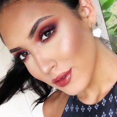 """Smoked out with @anastasiabeverlyhills #modernrenaissance eyeshadow palette ✨ Highlight is @ofracosmetics Beverly Hills highlighter ✨ use code (boobista) 30% off ✨ lips @gerardcosmetics Hydra Matte liquid lipstick """"1995"""" ✨ @anastasiabeverlyhills St. Tropez gloss. https://www.ofracosmetics.com/collections/bronzers-marbles-shimmers-stripes/products/beverly-hills-highlighter"""