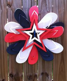 New DIY Flip Flop Wreath Decorating summer Patriotic Wreath, Patriotic Crafts, Patriotic Decorations, July Crafts, 4th Of July Wreath, Pool Decorations, Flag Wreath, Wreath Crafts, Diy Wreath