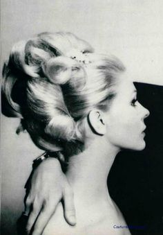 Couture Allure Vintage Fashion: Take Your Holiday Dressing Up a Notch, Part 5 Fancy Hairstyles, Vintage Hairstyles, Wedding Hairstyles, 1960 Hairstyles, Hairdos, Blonde Updo, Retro Updo, 1960s Hair, Large Curls