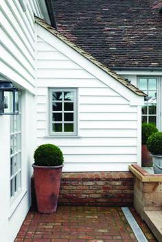 Ideas For Modern Brick Farmhouse Exterior Farm House Bungalow Exterior, Cottage Exterior, Modern Farmhouse Exterior, Bungalow Style House, Bungalow Homes, House Cladding, Exterior Cladding, Rendered Houses, Weatherboard House