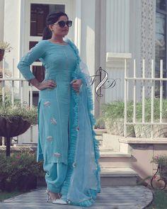 *Very beautiful Raksha bandan special kurta salwar suit* *Grab dis suit for fest. Punjabi Suits Party Wear, Punjabi Salwar Suits, Designer Punjabi Suits, Indian Designer Wear, Patiala Suit Designs, Kurta Designs Women, Blouse Designs, Churidhar Designs, Embroidery Suits Punjabi