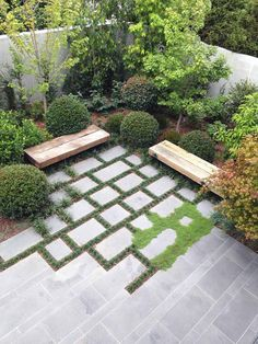 Interesting blurring of paving edges to create a different corner #courtyard cortile arredato