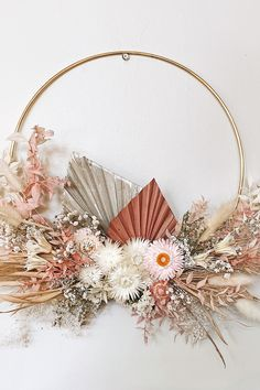 Arte Floral, Floral Wall, Flower Wall Decor, Flower Decorations, Flower Crafts, Diy Flowers, Dried Flower Wreaths, Dried Flower Arrangements, Floral Hoops