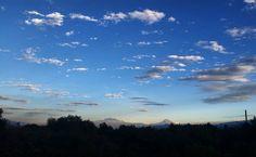 Al sur #sunset #México #Méxicocity #MéxicoDF #ig_méxico #ig_méxicocity #cdmx #capturamexico #vivemexico #mexigram #winter by victor_casas