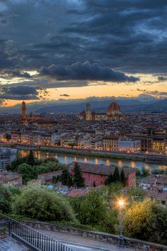 Florence, Italy @ Night. UNA HERMOSA NOCHE EN UNA GRAN CIUDAD.