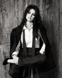Penelope Cruz - black and white photo Dandy Look, Foto Picture, Estilo Tomboy, Spanish Actress, Foto Fashion, Suit Fashion, Pierre Balmain, Belle Photo, Suits For Women