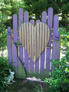 Lovely purple garden gate with heart! I would love to make one like this for my yard.