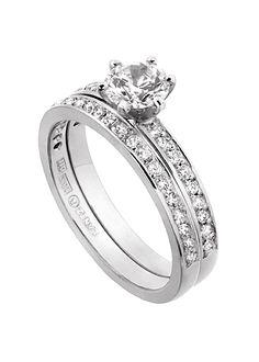 Alliansring, solitärring, slät ring eller något alldeles unikt? Vi hjälper dig välja modell till förlovningsring eller vigselring!