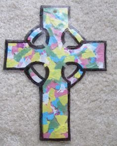 Gael's Crafty Treasures: Stained glass cross craft with a Celtic twist. Multicultural Crafts, Class Art Projects, March Crafts, Stain Glass Cross, Grace And Co, Cross Crafts, Stained Glass Crafts, Sunday School Crafts, Celtic Art