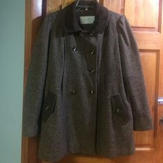 """Jessica Simpson pea coat Jessica Simpson pea coat. """"Suede"""" trim on neck and pockets. Very cute brown/ pink multi color. Missing one button in front, see picture. Additional buttons included. I will NOT attach button prior to shipping but will include extra buttons with coat purchase. Accepting offers. This item is used. No other known defects or imperfections. Jessica Simpson Jackets & Coats Pea Coats"""