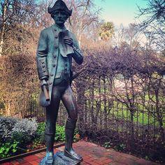 Une statue du capitaine Cook dans le jardin de ça maison #australie #melbourne #statue #capitainecook #art