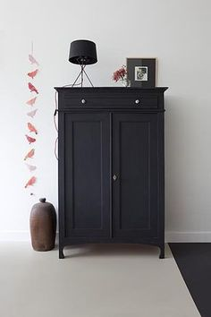 Vintage Antique Cabinet Vertiko Black Painted Decorating Set Up Living Room - - Diy fotowand - Antique Furniture, Painted Furniture, Home Furniture, Black Furniture, Family Furniture, Antique Chairs, Painted Armoire, Bedroom Furniture Makeover, French Furniture