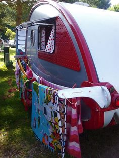 I wonder if we can recreate this for ours. Of course its never sunny enough to dry anything in spring/fall camping Tab Trailer, Small Trailer, Vintage Trailers, Camper Trailers, Gypsy Trailer, Tiny Trailers, Camper Storage, Diy Camper, Camping Glamping