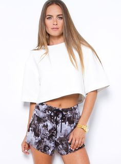 "No Advise Top - No Advise Top by Cameo  Elegant & chic crop top! Featuring extravagant sleeves Relaxed fit Fully lined Rounded neckline Heavy, textured material 100% Polyester  Kendal is wearing a size 8 and is 176.5cm tall. (5'9"")"