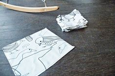 Revenez aux mouchoirs en tissu. Economique, plus doux et plus de peluche dans la machine à laver le linge