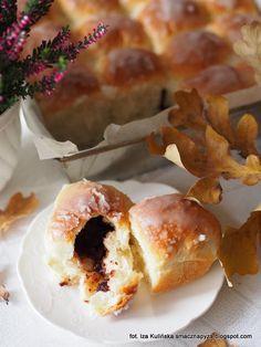 drozdzowe-buleczki-nadziewane-powidlami Doughnut, Desserts, Food, Tailgate Desserts, Postres, Deserts, Essen, Dessert, Yemek