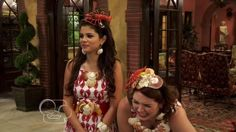 Selena Gomez and Jennifer Stone as Alex and Harper on Wizards of Waverly Place Jennifer Stone, Wizards Of Waverly Place, Marie Gomez, Disney Channel, Most Beautiful Women, Young Women, Selena Gomez, Kdrama, Tv