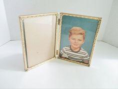 Vintage Double Gold Tone Frame Metalcraft 5 x 7 Hinged Picture Frame Bead Star Edge Vintage Items, Vintage Jewelry, Vintage Photo Frames, Double Picture, Double Frame, Farmhouse Kitchen Decor, Star Designs, Diamond Design, Ceramic Plates