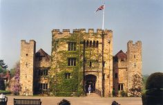 Hever Castle, in Kent, England (in the village of Hever), was the seat of the Boleyn, originally 'Bullen' family. It began as a country house, built in the 13th century and converted into a manor in 1462 by Geoffrey Boleyn, who served as Lord Mayor of the City of London. Bodiam Castle, Arundel Castle, London England, Kent England, Rochester Castle, Anne Of Cleves, Castles In England, English Castles, Castle Ruins