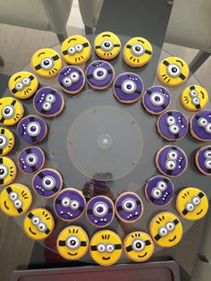 """Minion cookies - inside of the circle have a stacked cake the reads """"assemble the minions! Cookies For Kids, Fancy Cookies, Iced Cookies, Royal Icing Cookies, Sugar Cookies Recipe, Cupcake Cookies, Cookies Et Biscuits, Iced Biscuits, Minion Cookies"""