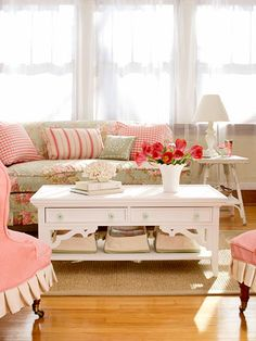 Four DIY Coffee Tables Ready-made gingerbread from a home improvement store gives this table its cottage flavor. If this look fits you, follow our step-by-step instructions to turn an unfinished wood coffee table into a gorgeous living room anchor.