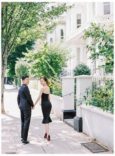 Een pre-wedding sessie in Londen - Dusty Blue Wedding Photography Styles, Film Photography, Engagement Photo Inspiration, Engagement Photos, London Love Story, Photoshoot London, Dusty Blue, Photo Sessions, Couples