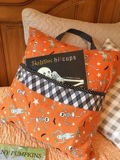 Carried away quilting is sewing a Halloween reading pillow tutorial from the village Tied Quilts with fabric from the Quilt girls, LLC A studying pillow for Halloween Book Pillow, Reading Pillow, Sewing Hacks, Sewing Tutorials, Sewing Tips, Sewing Crafts, Bags Sewing, Dress Tutorials, Halloween Sewing Projects