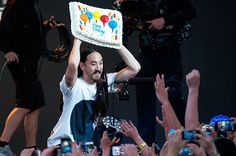 i wanna get caked at a steve aoki concert