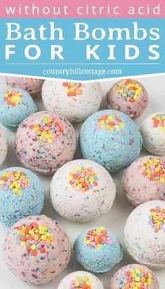 DIY bath bombs without citric acid or cream of tartar are an easy homemade bath bomb recipe for kids. These bath bombs turn a boring bath time routine into a fun experience for girls and boys. Learn how to make and customise these simple funfetti bath. The Body Shop, Bath Fizzies, Bath Salts, Bath Bombs Epsom Salt, Bath Boms Diy, Diy For Kids, Crafts For Kids, Diy Gifts For Kids, Organic Bath Bombs
