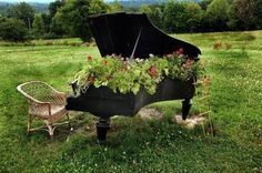 It's a piano garden.  I just love this. Reminds me of my daughter.  What a great use of an old piano.