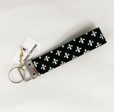 Fleur De Lis Key FobNEW! http://ift.tt/1LMhqo9  #purse #fleurdelis #wristlet #blackandwhite #france #vacation #french #paris  #typography #font #fonts #design #accessory #travel #makeup #louisiana #neworleans #gift #fireboltcreations #etsy #accessoryaddict #etsyshop #etsyseller #etsyfinds #travelbag #luggage #handmade #wednesday #handcrafted #canada
