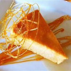 Mango Pudding (Flan de Mango) - Try making this classic restaurant dessert at home. Mango Desserts, Mango Recipes, Köstliche Desserts, Mexican Food Recipes, Sweet Recipes, Delicious Desserts, Dessert Recipes, Yummy Food, Custard Desserts