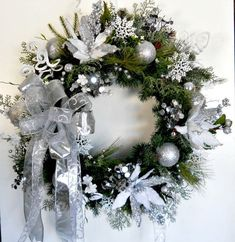 LG Silver White Evergreen Christmas Wreath b Decorations Christmas, Christmas Swags, All Things Christmas, Christmas Holidays, Xmas, Holiday Fun, Holiday Crafts, Holiday Decor, Poinsettia