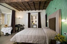 Relais Maddalena Camere In Roma - The corner room.