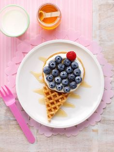What kid doesn't want ice cream for breakfast? Well with this Berry Waffle Ice Cream cone you can delight them with 'ice cream' for breakfast but still give them the healthy start they need! #pictureperfectplate