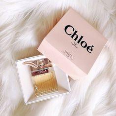 招待状の香り付けにおすすめのロマンティックな香水ベスト4!