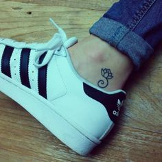 Ankle tattoo of a lotus flower on Fleur. - Small Tattoos for Men and Women