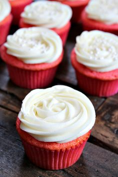 Pink Velvet Cupcakes with Cream Cheese Frosting recipe Best Dessert Recipes, Cupcake Recipes, Fun Desserts, Cookie Recipes, Delicious Desserts, Cupcake Cakes, Cup Cakes, Easy Recipes, Cupcakes With Cream Cheese Frosting