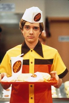 Eric Forman at Fatso Burger - That Show 90s Tv Shows, Movies And Tv Shows, Steven Hyde, Eric Foreman, 70 Show, Best Shows Ever, Best Tv, Favorite Tv Shows, 70s Aesthetic