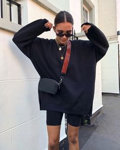 Find Your Inner Fashionista With These Tips And Tricks! – Designer Fashion Tips Mode Outfits, Short Outfits, Trendy Outfits, Fashion Outfits, Travel Outfits, Urban Style Outfits, Fashion Tips, Fashion Hacks, Fashion Boots