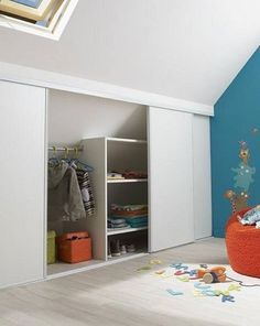 kinderzimmer Camerette per bambini in mansarda - Mansarda. Ikea Closet, Attic Closet, Master Bedroom Closet, Kids Bedroom, Loft Storage, Eaves Storage, Attic Remodel, Attic Rooms, Kids Room Design