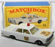 FORD GALAXIE MB551966Matchbox 1-75White, w/Red dome lightPolice logos..DE MIS PRIMEROS MODELOS