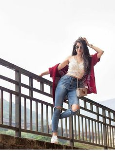 All new Girls attitude pics collection - All In One Only For You (Aioofy) Stylish Photo Pose, Stylish Girls Photos, Stylish Girl Pic, Best Photo Poses, Girl Photo Poses, Girl Photos, Model Poses Photography, Superenge Jeans, Foto Casual