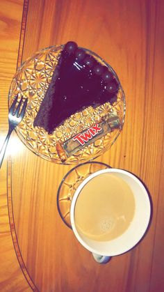 Dairy Milk Chocolate, Love Chocolate, Chocolate Coffee, Chocolate Lovers, Snap Food, Food Snapchat, Chicken Tikka, Starbucks Drinks, Arabic Food