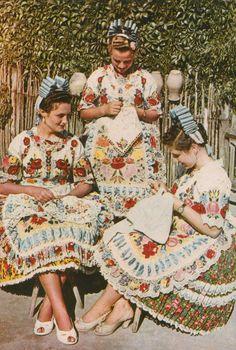 Eurrope | Three Kalocsa girls Kalocsa wearing traditional clothes, Hungary