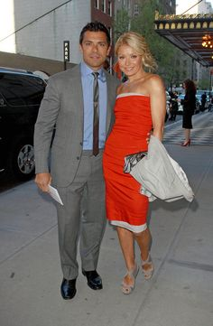 Mark Consuelos Photos - Kelly Ripa and Mark Consuelos spend an evening out at the Taj Pierre hotel. - Kelly Ripa and Mark Consuelos at the Taj Pierre Hotel Celebrity Travel, Celebrity Couples, Famous Celebrities, Celebs, Kelly Ripa Mark Consuelos, Pierre Hotel, Cool Style, My Style, Vanity Fair Oscar Party